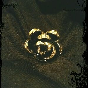 Jewelry - NWOT Rose Ring!